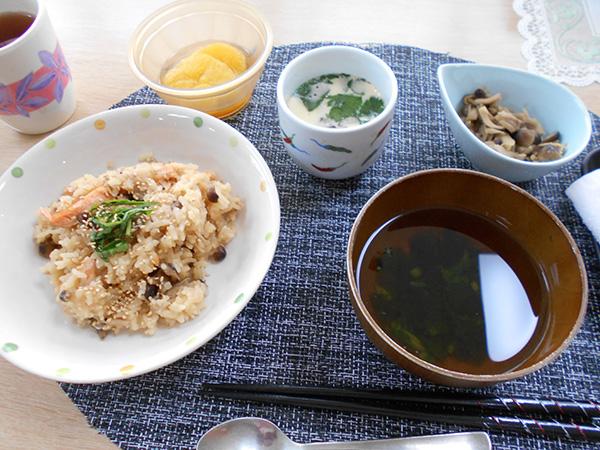 鮭とキノコのバター醤油の炊き込みご飯♪
