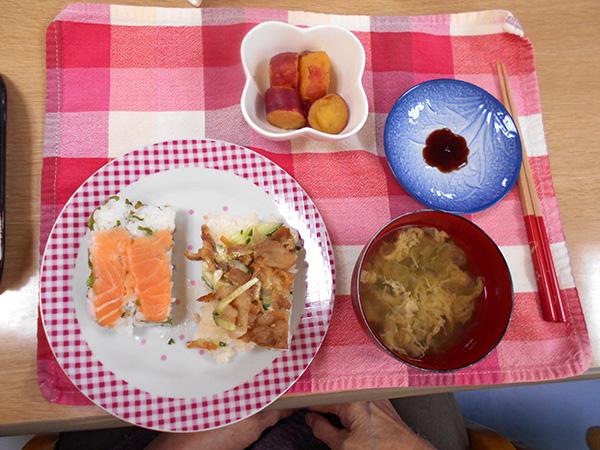 ♪サーモンと生姜焼きの押し寿司♪