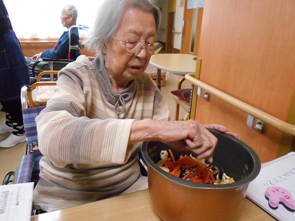 ひじきの炊き込みご飯と鶏のつみれ鍋を作ろう♪
